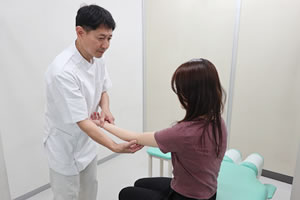 肘の痛み施術